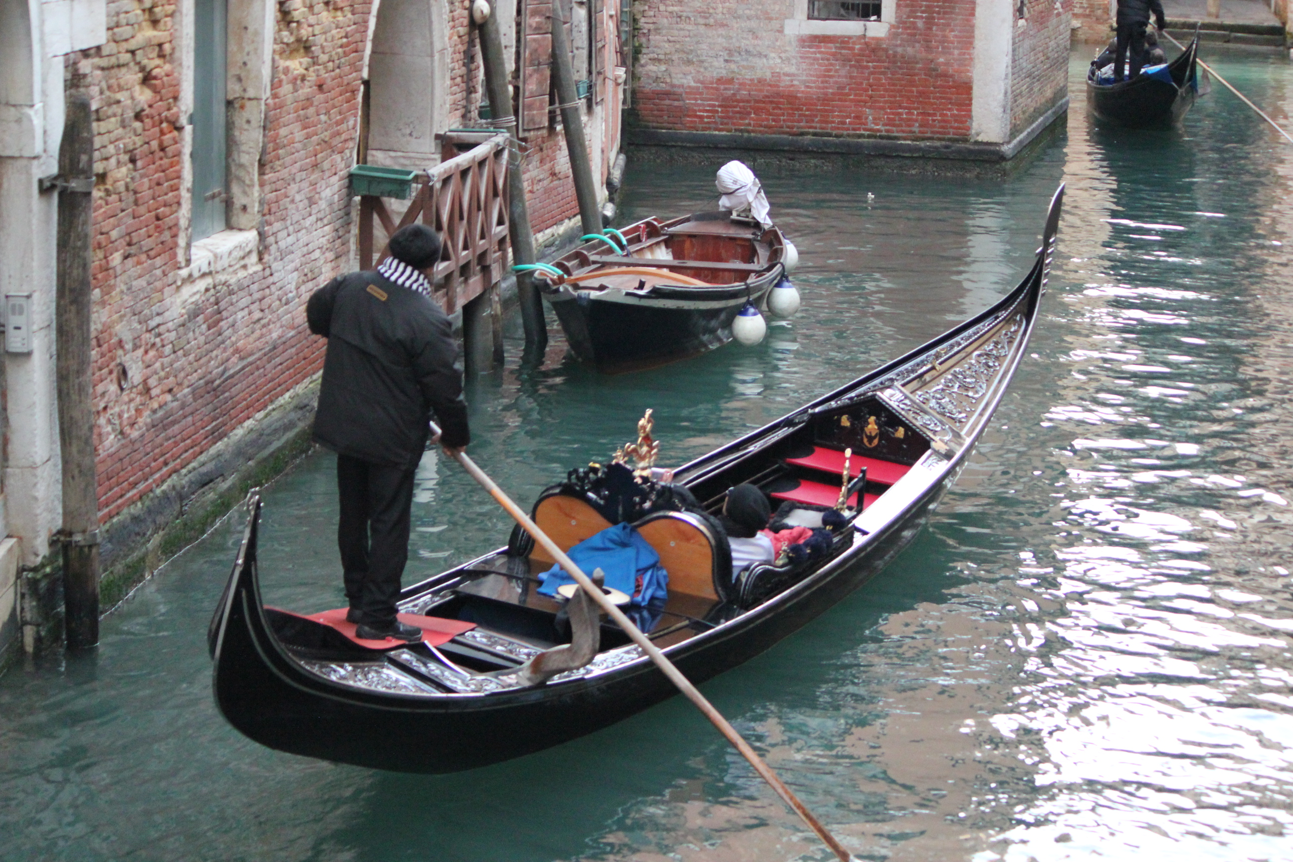 Gondola Driver with Couple; Venice, Italy; 2011