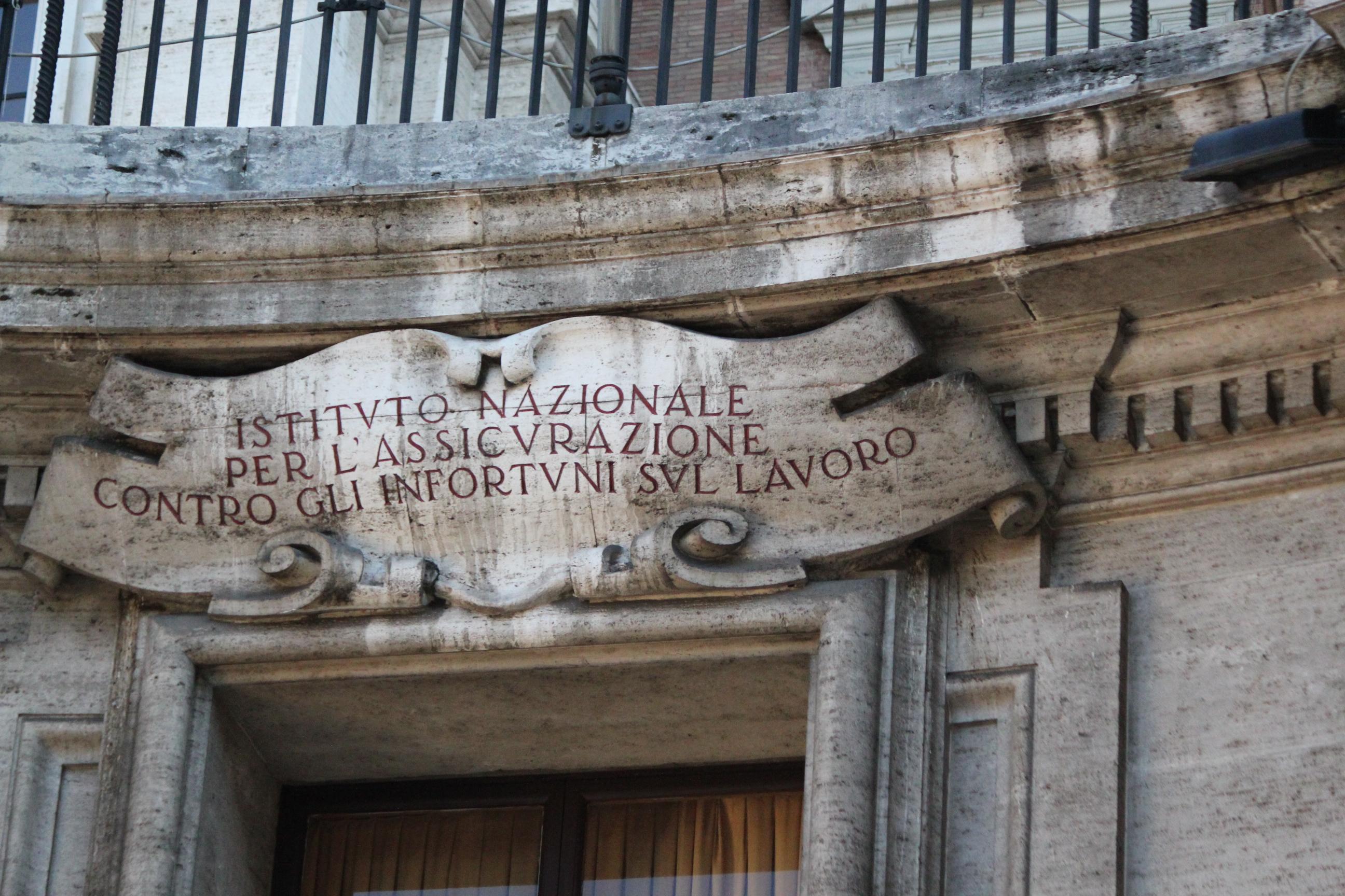 Roman Motto; Rome, Italy; 2011